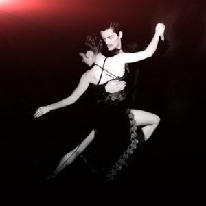Photo by Carlos Luque and from http://commons.wikimedia.org/ wiki/File:Tango_dance_01.jpg